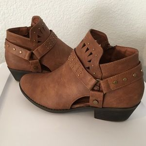 Brown cut out, buckle ankle boot/ bootie